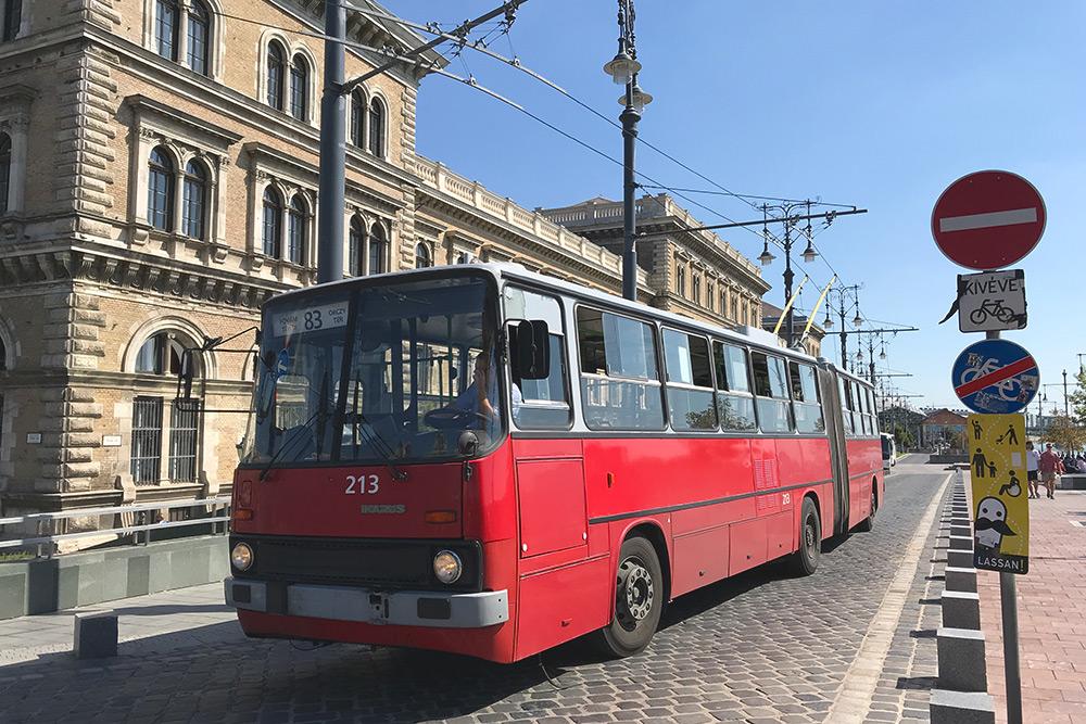 В Будапеште на некоторых маршрутах ходят не только автобусы, но и троллейбусы «Икарусы». Только здесь я узнала, что «Икарус» — это венгерская компания