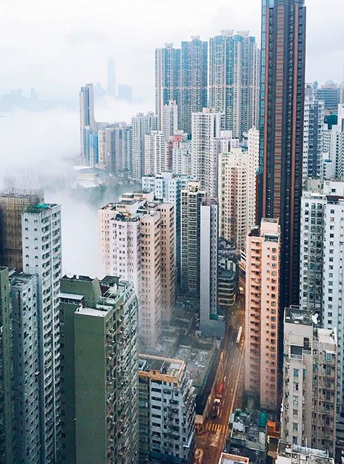 Из-за влажности в Гонконге часто бывает туман
