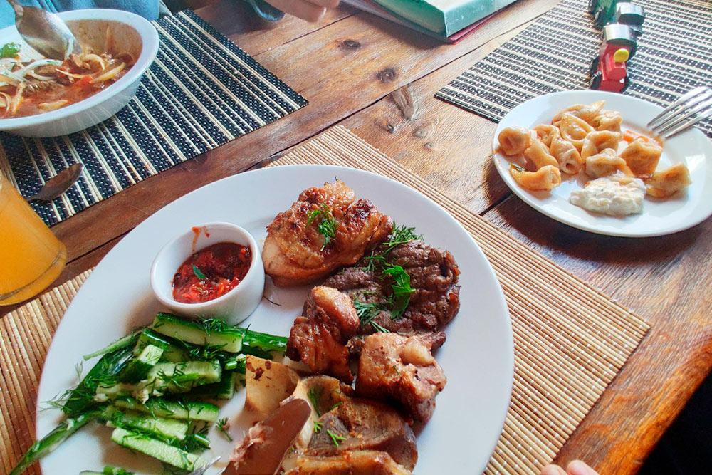Обед в кафе «Медвежий угол»