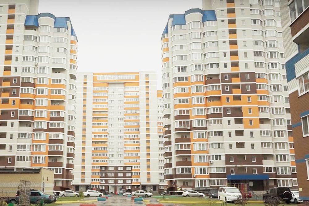 Жилищный комплекс «Речной» стоит практически на берегу Десны. Самые дешевые квартиры стоят 1,4 млн рублей