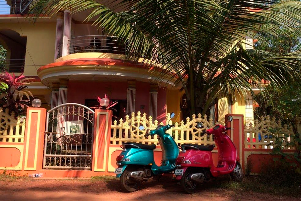 Когда ищете жилье, сразу спрашивайте его владельца про аренду скутера. Все вместе может выйти дешевле и сэкономит время на поиски