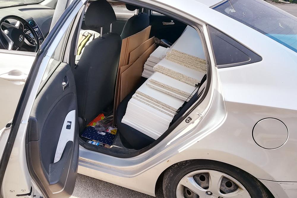 Занял весь багажник и заднее сиденье