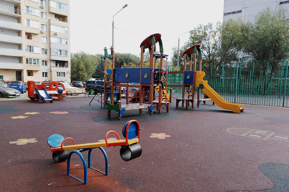 Детская площадка у нашего дома