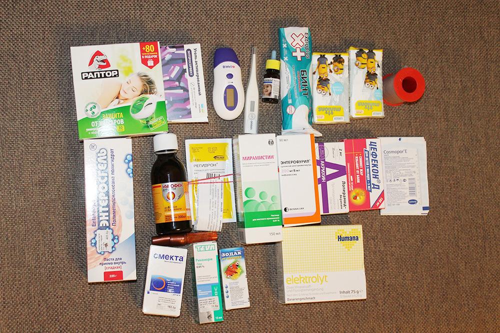 Аптечка заняла много места в чемодане. Нам пригодилось почти все, кроме бинтов, «Энтерофурила», «Регидрона» и «Хуманы»