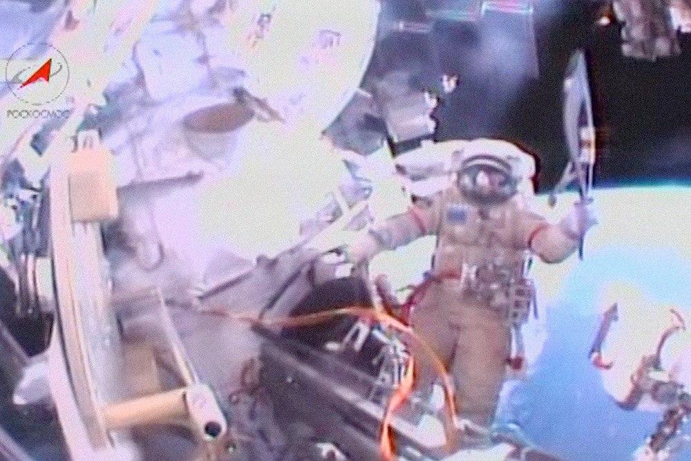 Наша работа даже слетала в космос. Именно этим факелом зажгли чашу огня на церемонии открытия Олимпиады в Сочи. Фото: РОСКОСМОС