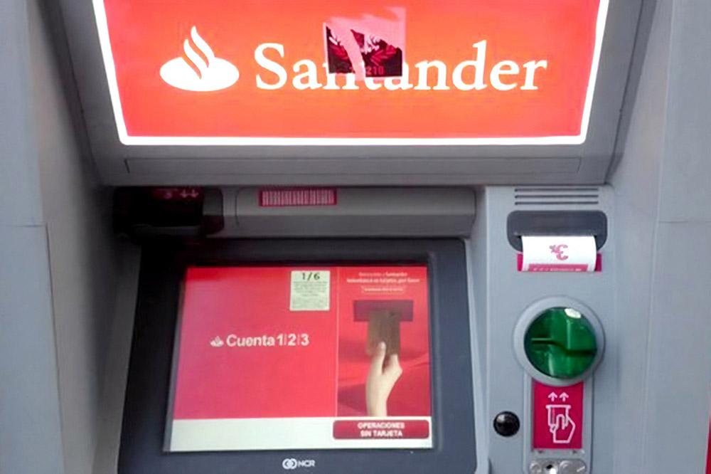 Мы снимали деньги в банкоматах банков «Сантандер» и «Эйч-эс-би-си»: у них минимальная комиссия