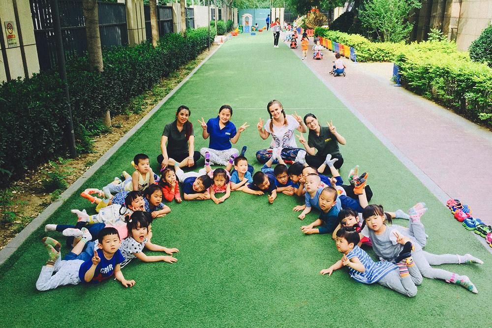 Я преподавала английский в частном китайском детском саду. В группе числилось 22 человека, но обычно ходило около 16
