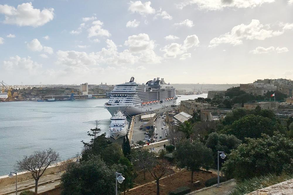 «Меравилья» в порту Мальты. Этот новый большой корабль компании MSC перевозит 6000человек — 4500пассажиров и 1500сотрудников
