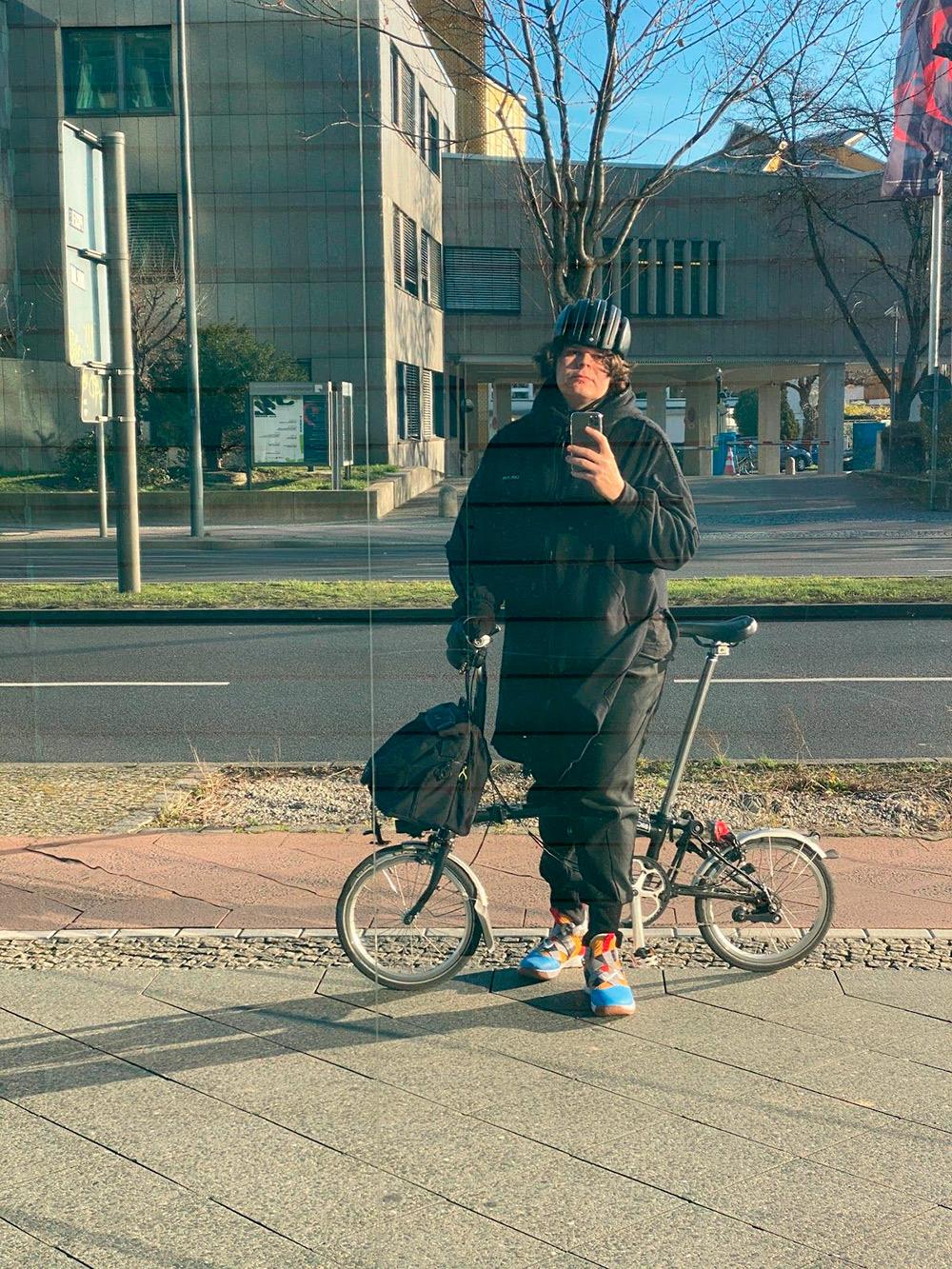 Ездить на общественном транспорте дорого. Во многом поэтому я круглый год езжу на велосипеде. Простой велик в Берлине окупается примерно за месяц