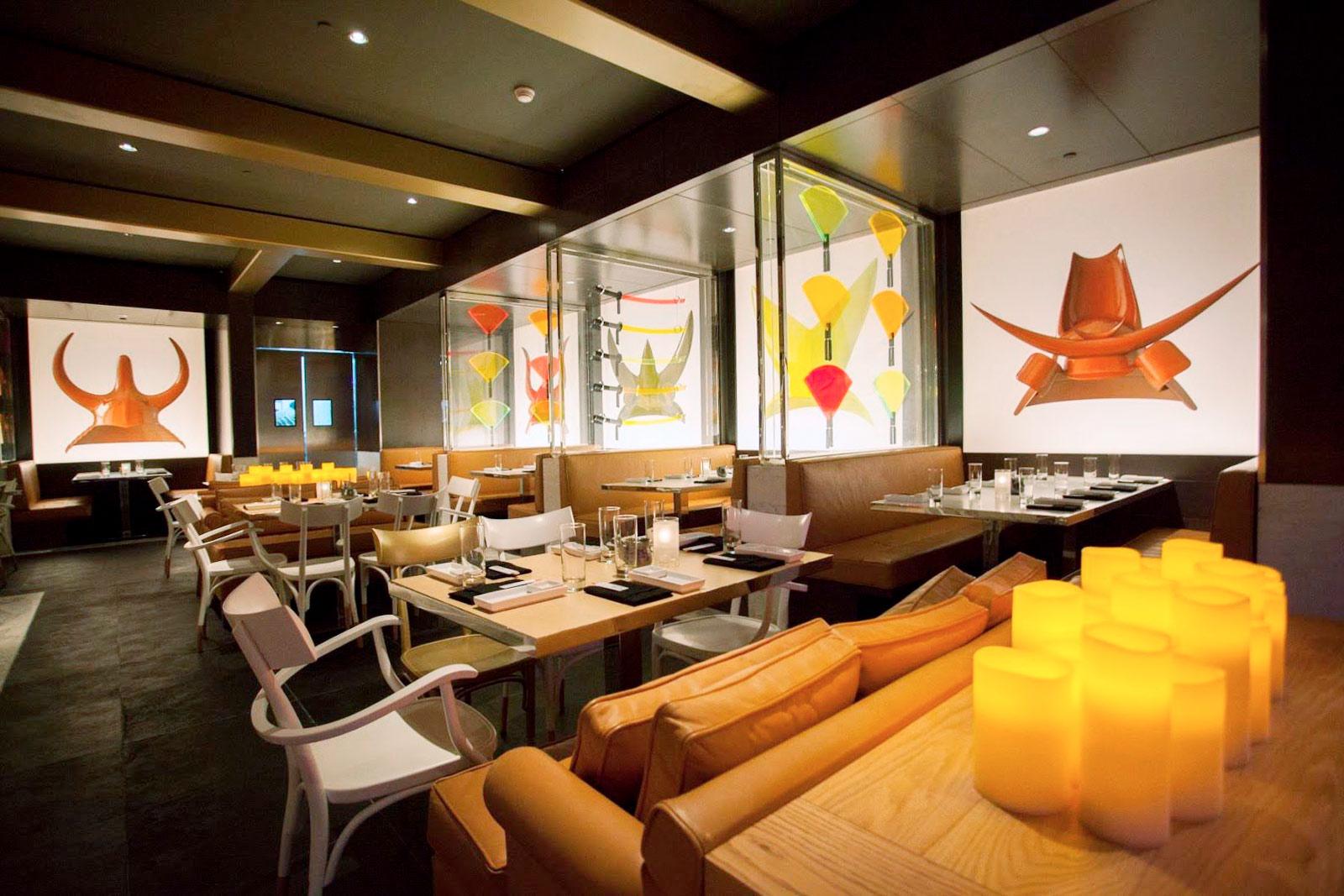 Ресторан Katsuya, в котором я работаю, находится в торговом центре The Avenues
