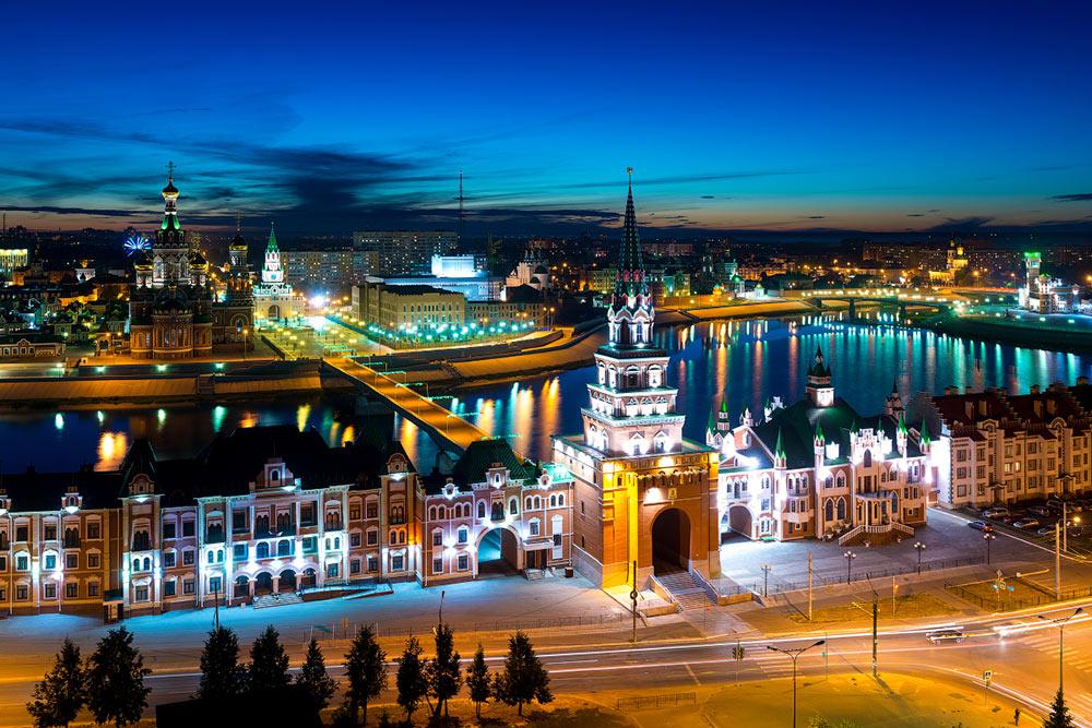 Гулять по центру города лучше всего вечером, когда стемнеет. Фото: Вячеслав Степанов