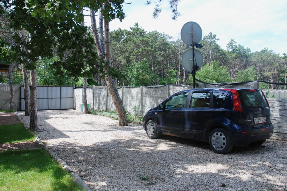 Если хотите отдыхать среди сосен, советуем поехать в село Песчаное в Бахчисарайском районе