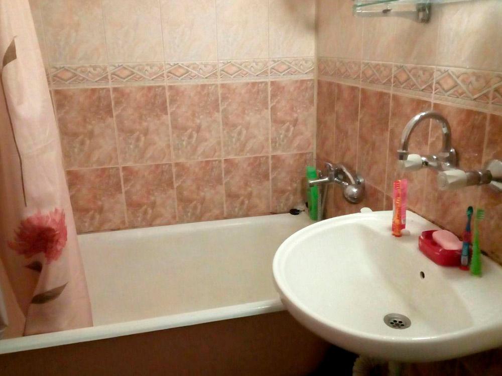 У нас есть ванна, что для Болгарии редкость. Обычно в квартирах небольшая душевая с дыркой в полу — так экономнее