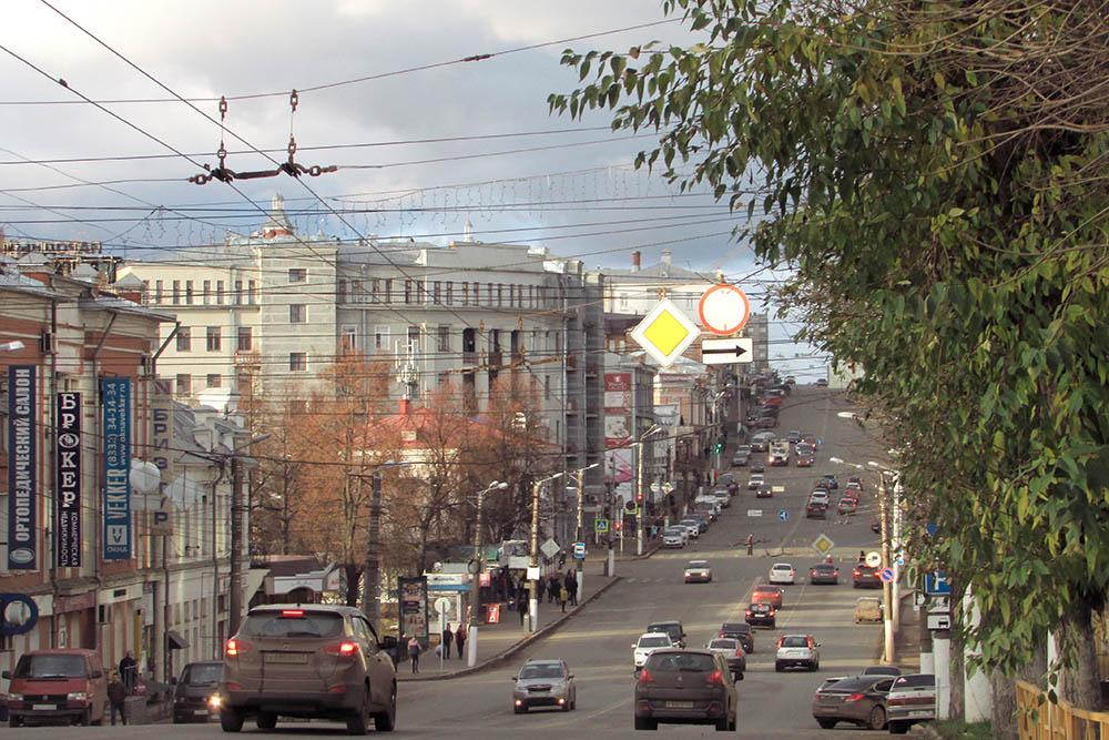 В Кирове тоже есть улица Ленина — одна из самых широких и оживленных