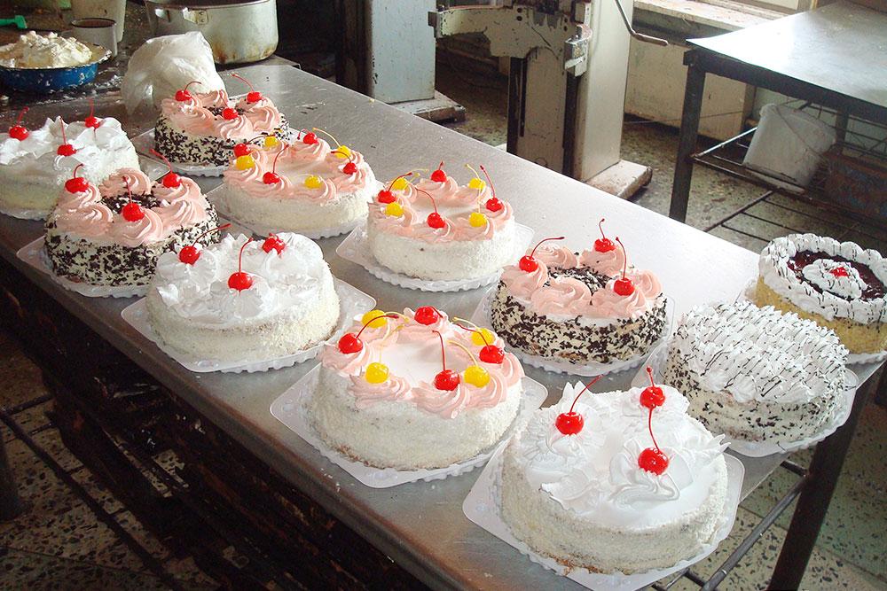 Красные и желтые коктейльные вишни для тортов были в обязательном списке закупок на неделю