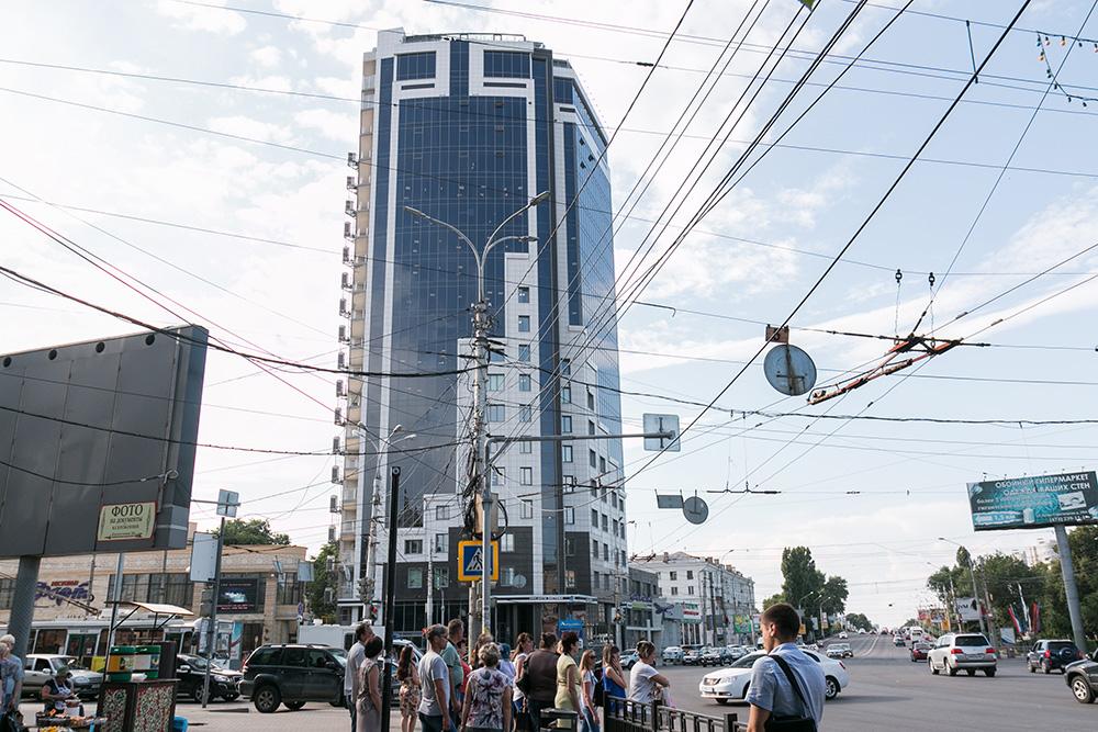 Офис сняли в высотке в центре города