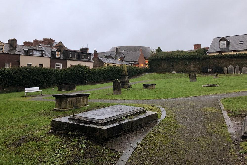 Вид с кладбища на наш дом, он слева