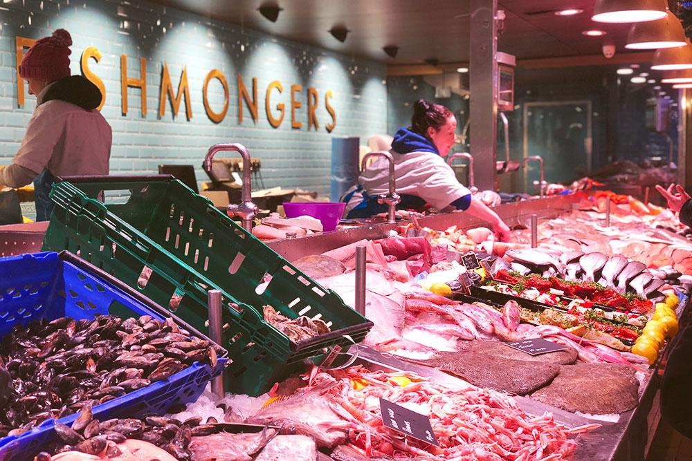 Одна из рыбных лавок на Английском рынке