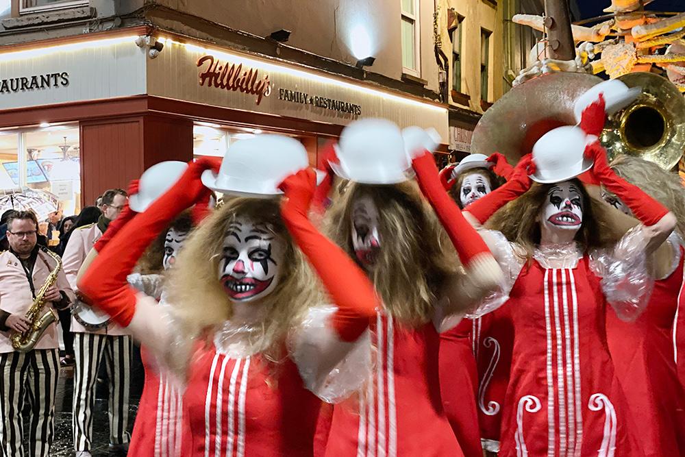 Нет, это не Хэллоуин и даже не День мертвых, просто в Корк приехал очередной джазовый фестиваль