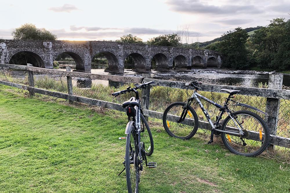 Во время велопрогулки мы часто делаем остановки, чтобы насладиться красотой природы и памятниками ирландской старины
