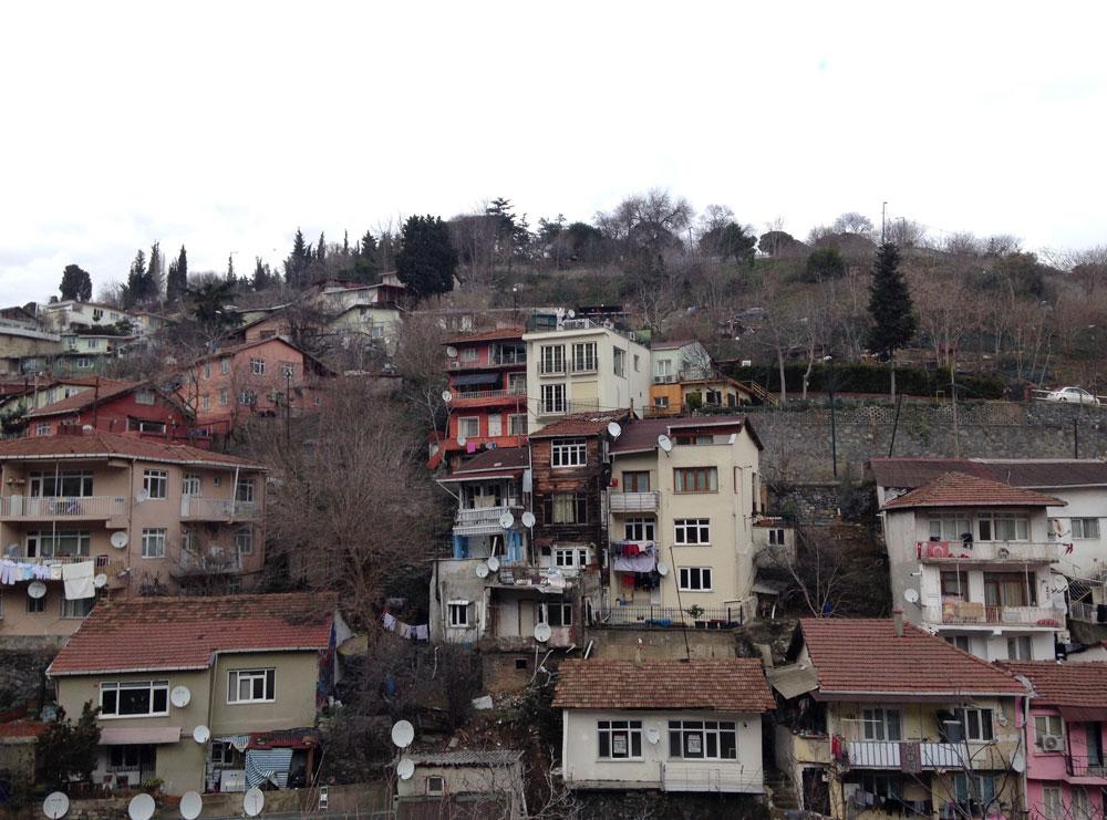 Стамбульские трущобы по пути в дорогой район Арнавуткёй