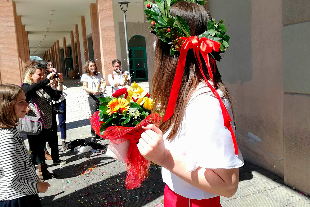 Выпускников итальянских вузов увенчивают лавровыми венками