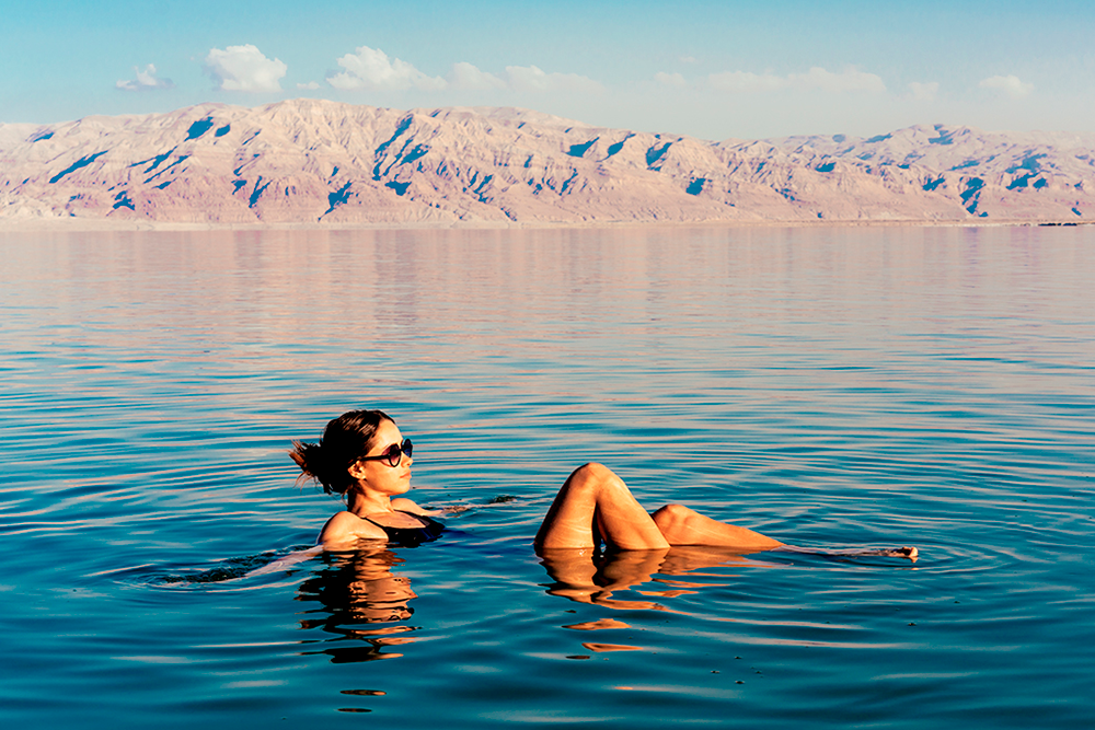 Времени просто полежать на пляже или окунуться в море в поездках не так уж и много
