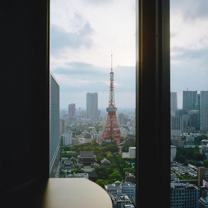 Вид на Токийскую телебашню со смотровой площадки World Trade Center, вход — 620¥