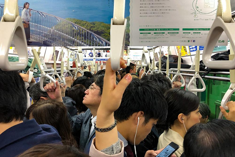 В вагоне токийского метро в час пик