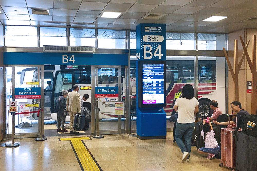 Выход на посадку на автостанции Синдзюку