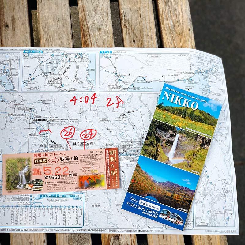 Припокупке проездного предлагают взять карту района с привязкой номеров автобусных остановок и брошюру с расписанием движения автобусов