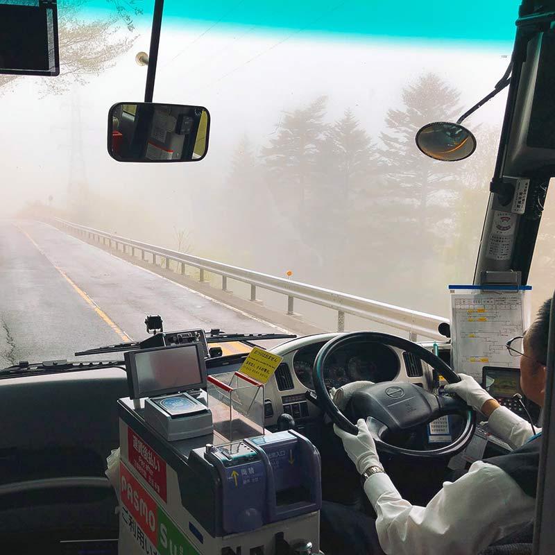 Irohazaka Winding Road — дорога по серпантину. Едем в тумане