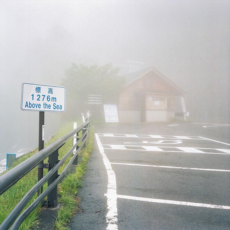 Я вышел из автобуса на остановке №24, где не было совершенно ничего, кроме густого тумана