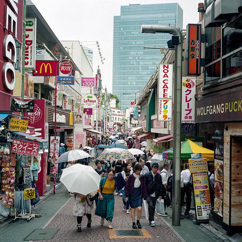 Пешеходная улица Такэсита в Токио