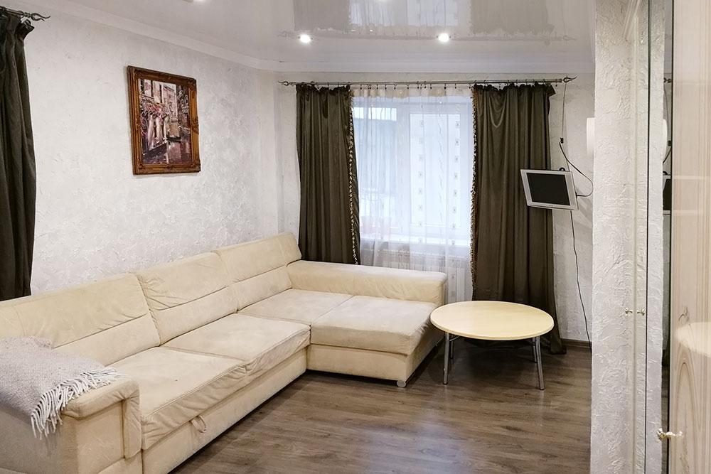 Внутри квартира выглядела симпатичнее, чем дом снаружи