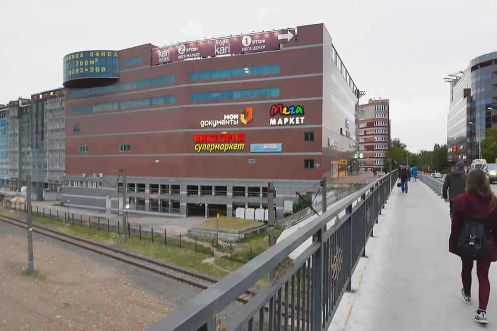 Супермаркеты «Виктория» есть и в Москве, и в Калининграде. Я посмотрел их акции в период с 17 по 23 июня, чтобы сравнить цены. В Калининграде дешевле — в среднем на 20%