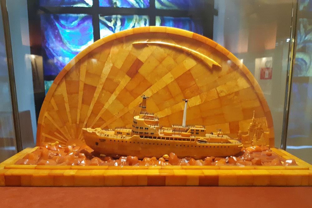 Модель атомного ледокола «Ленин». Точно такаяже была когда-то подарена президенту США Дуайту Эйзенхауэру