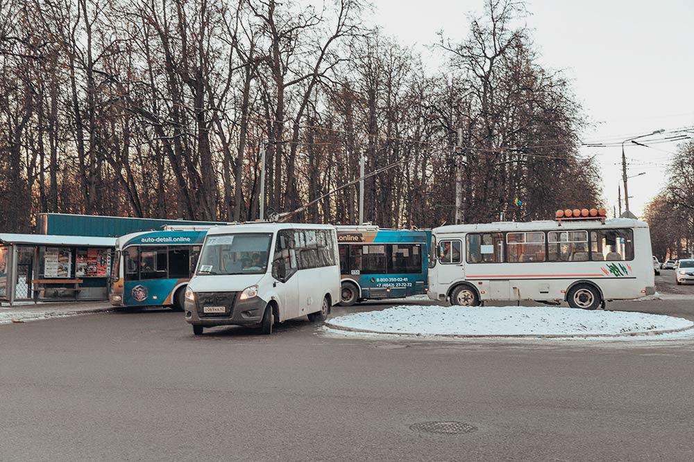 Все виды калужского общественного транспорта всборе: троллейбус, маршрутка и пазик