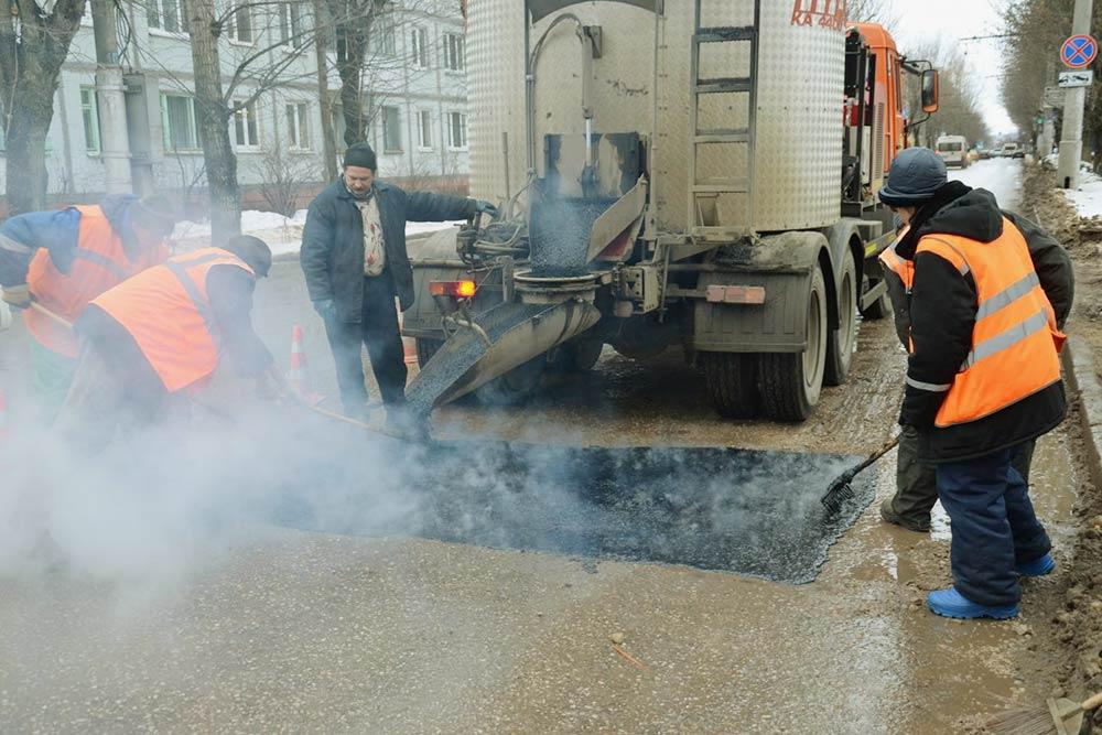 Калужских ремонтников неостанавливает нигрязь, ниснег, нидождь ¯\_(ツ)_/¯ Фото: сайт газеты «Весть»