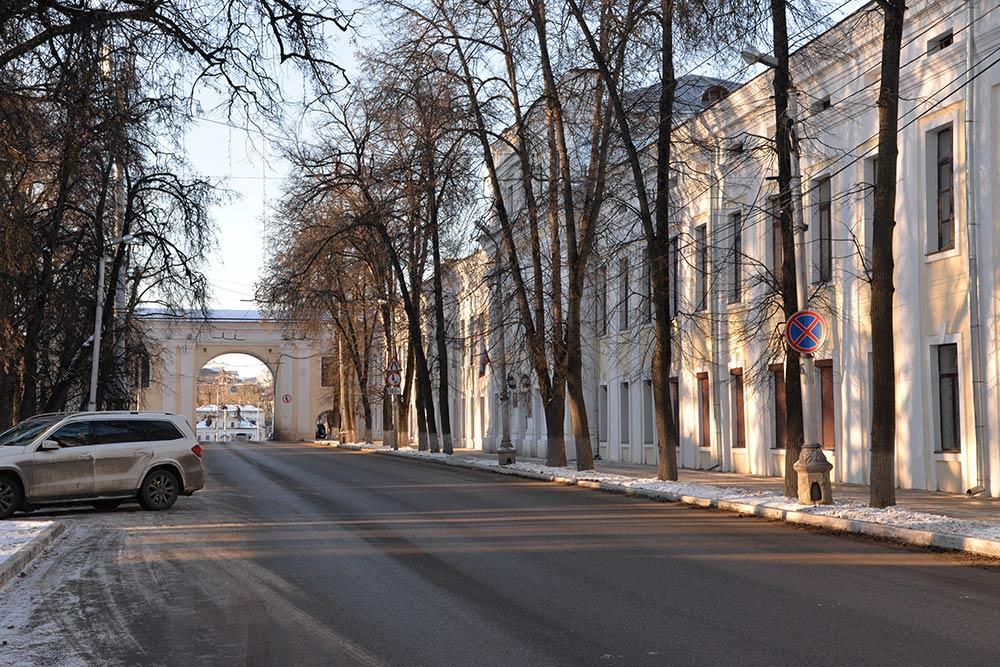 Вдетстве яслышала историю отом, что изначально маленьких пешеходных арок небыло. Они появились в60-х годах, когда вКалуге запустили троллейбусы, чтобы люди невыходили напроезжую часть