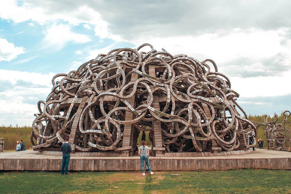 Один из самых знаменитых арт-объектов «Николы-Ленивца» — «Вселенский разум»