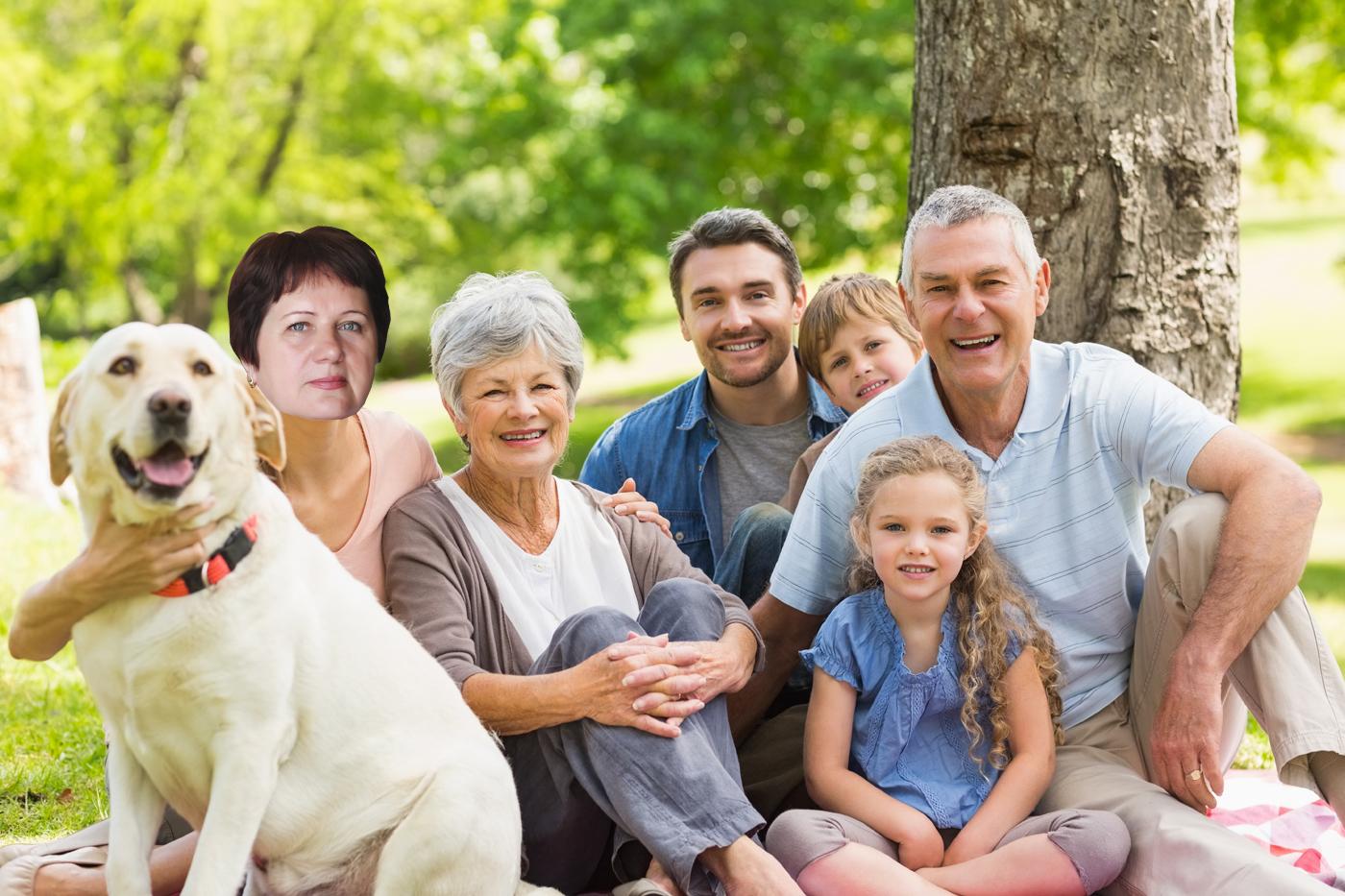 Подпишите так, будто это реальная фотография: наша дружная семья в собственном особняке; я с мужем и детьми гуляю в парке