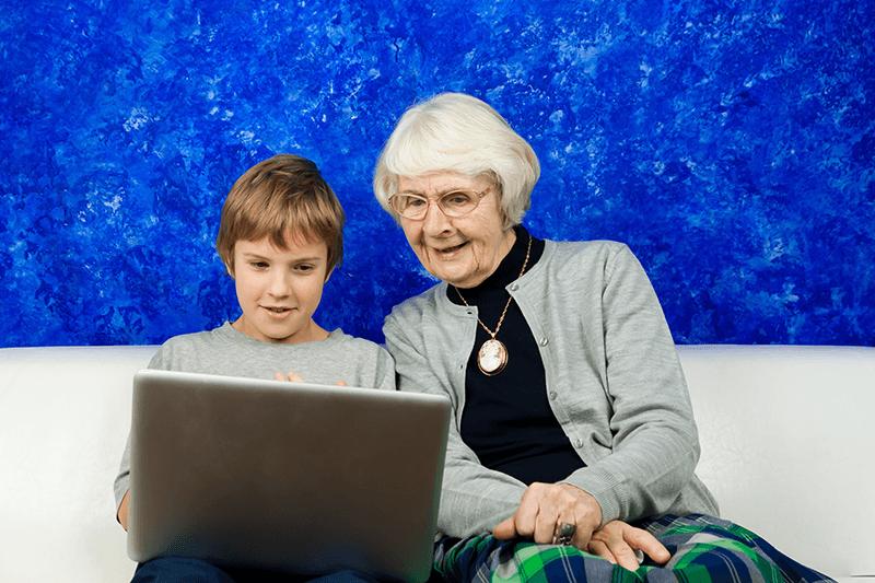 Ваня учит бабушек компьютерной грамотности