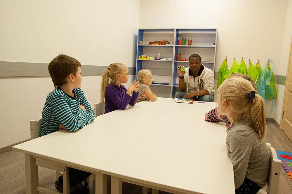 Английскому детей учил носитель языка. Он откликнулся на объявление, которое мы разместили на «Авито»