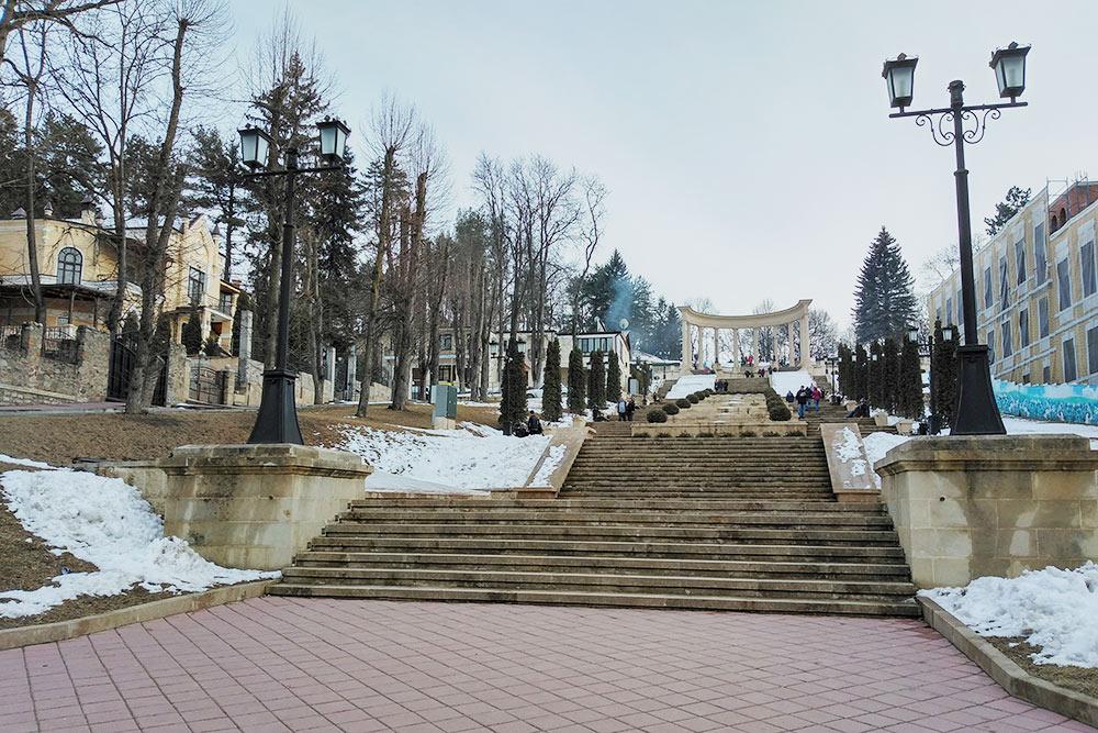 В марте в Кисловодске уже сходит большая часть снега