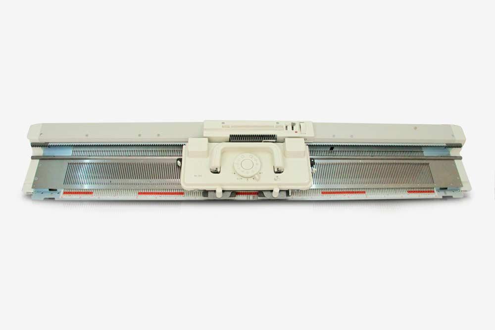 Ввязальной машине Silver ReedSK280 одна фонтура. Источник: «Швейбург»