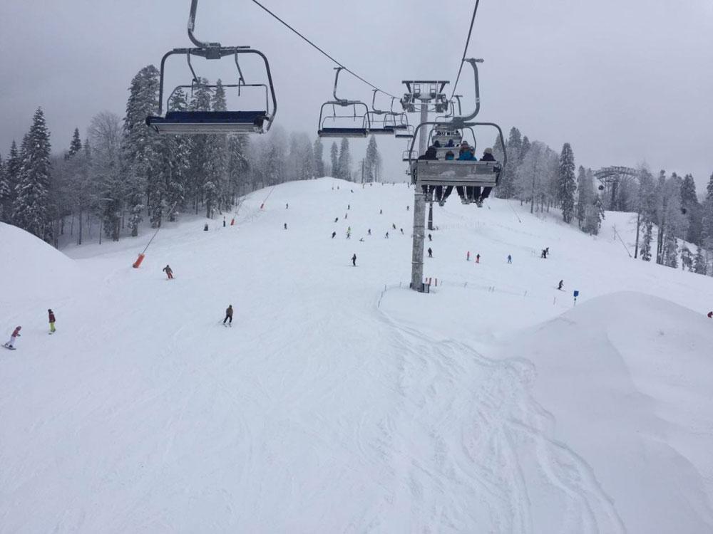 Синие трассы H и H1 подойдут начинающим горнолыжникам