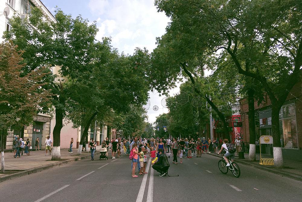 Улица Красная протянулась на 5 км. Это исторический центр города с домами конца 19 века