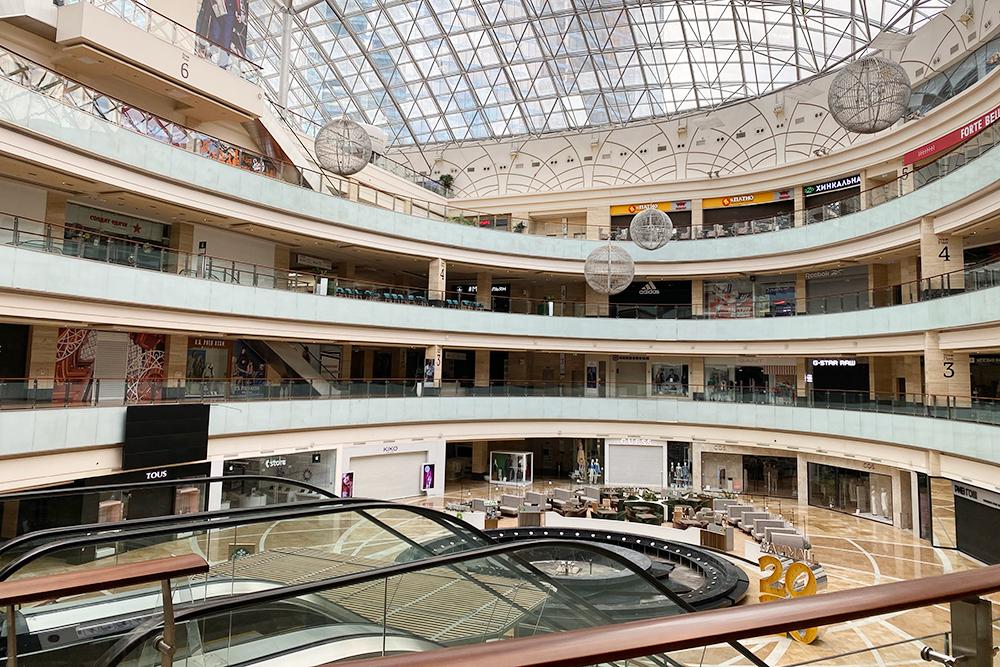 Опустевший торговый центр «Афимолл» в Москве-сити
