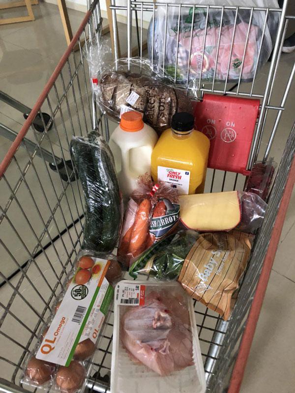 Мы покупаем продукты, к которым привыкли в России: яйца, мясо, сок, сыр, хлеб, овощи